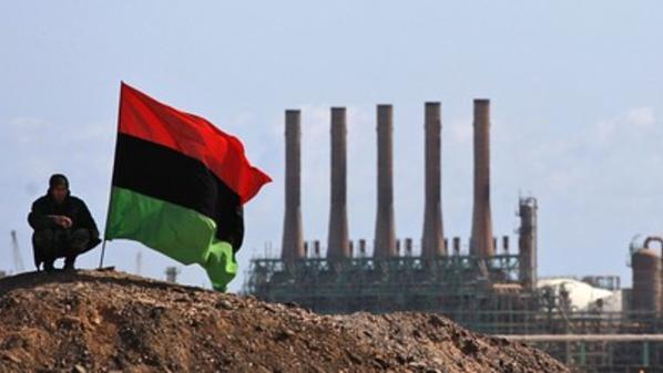 قوات شرق ليبيا تقول إنها استعادت السيطرة على ميناءي نفط