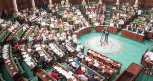 تونس تنتظر حكومة جديدة بعد سحب الثقة من الصيد